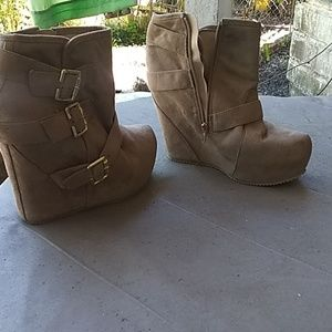 Shi By Journeys, Ankle boot